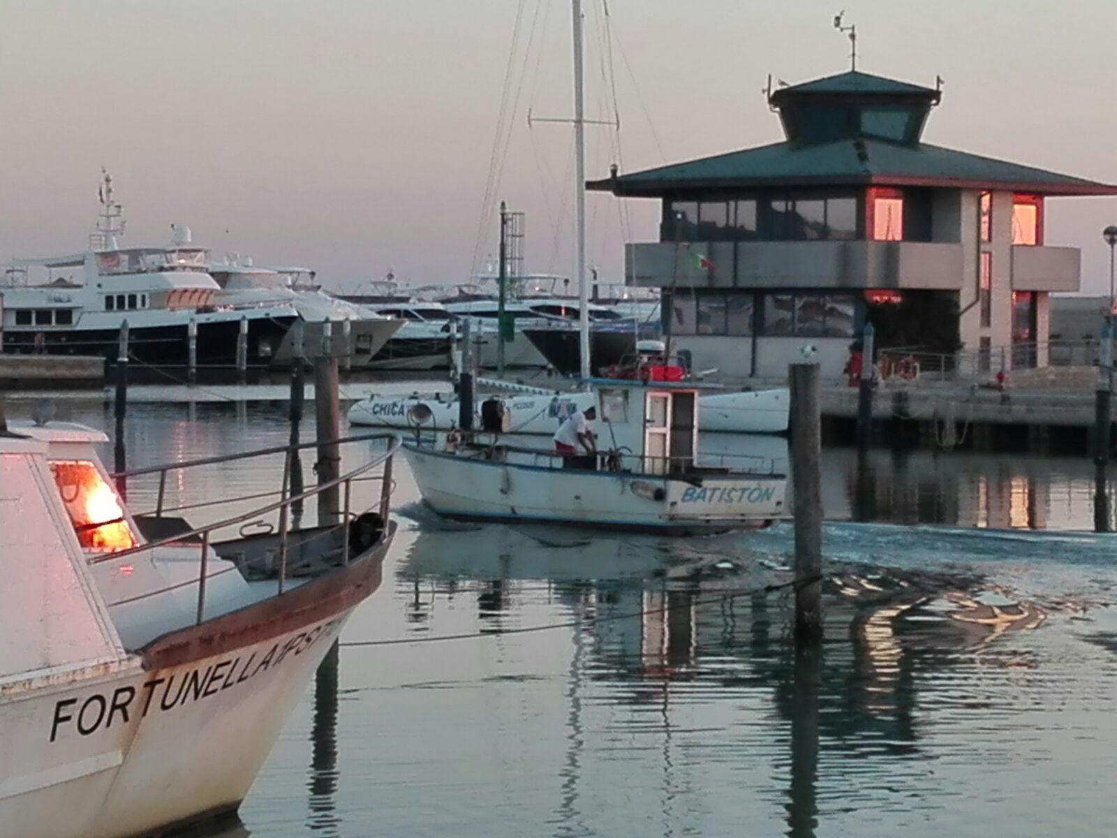 Pesca a Fano mercato i barchetti in rientro